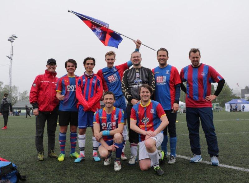 Crystal Palace-laget, med vår fotograf Isak nr. 2 fra venstre!