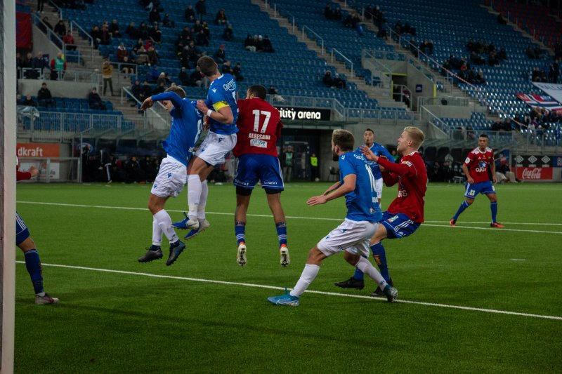 Duell foran Notoddens mål.